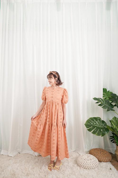 [現貨賣光不補] 茉莉公主與老虎左右口袋細緻通花連身裙(粉橙色)