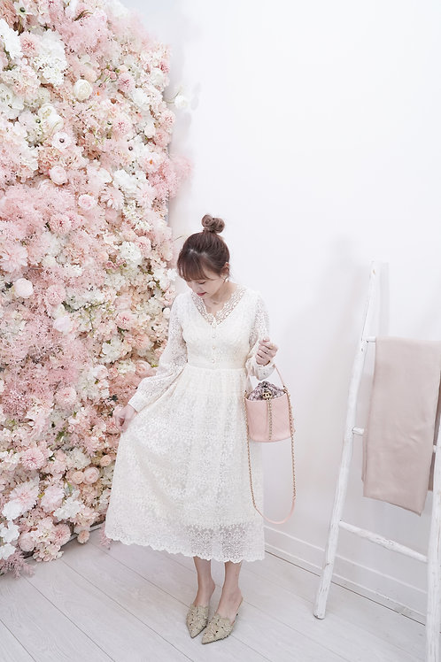 [售罄] 修身全蕾絲V領鈕扣裝飾連身裙