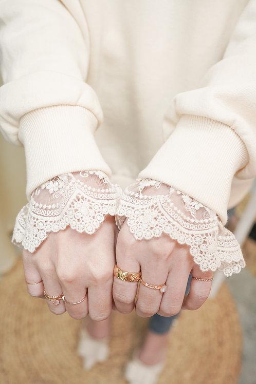 [售罄] 半透蕾絲袖細節袖子舒適實搭衛衣(米白色)