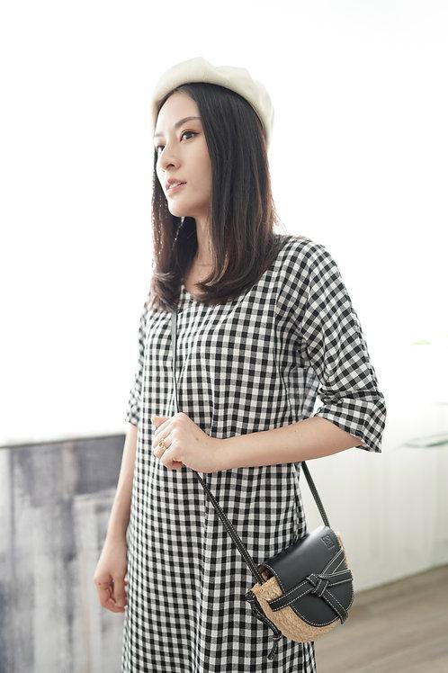 [現貨賣光不補] 舒適簡約格子左右口袋連身裙(黑色)