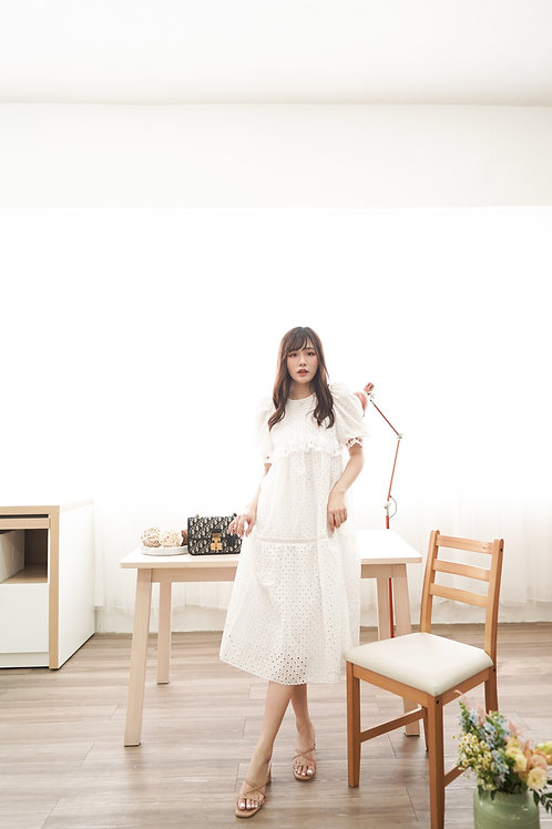[現貨賣光不補] 舒適可愛森系泡泡通花刺繡連身裙(白色)