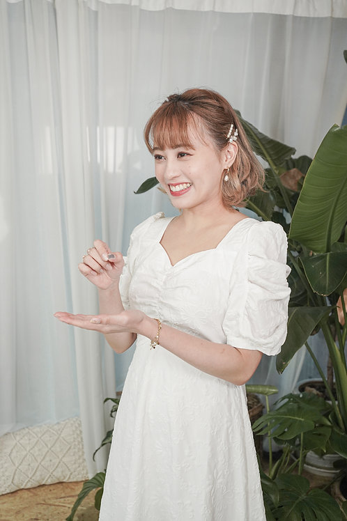 [現貨賣光不補] 心形領口設計感公主袖顯腰瘦花花壓紋連身裙(白色)