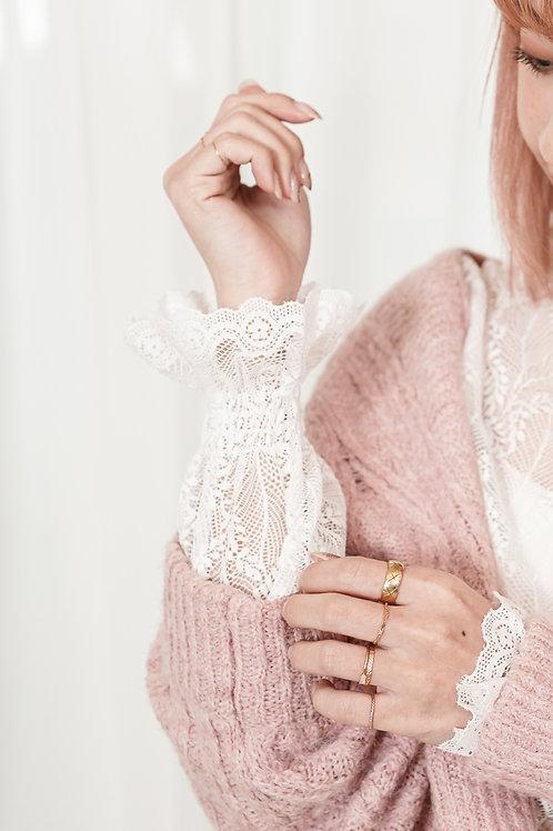 [現貨] 花瓣袖細葉脈蕾絲花紋小企領花邊上衣打底兩穿(白色)