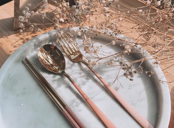 經典花卉粉金餐具