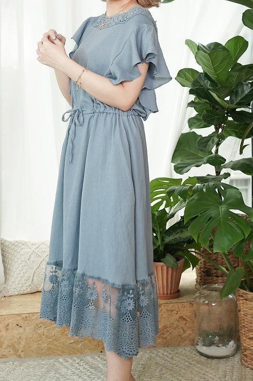[現貨賣光不補] 荷葉袖半透裙擺綁腰花邊方領連身裙(藍色)