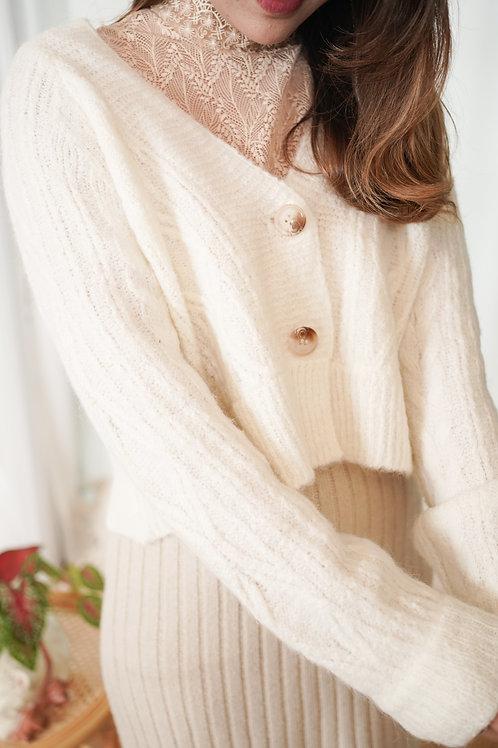[預訂] 短版針織麻花紋柔軟薄外套(白色)