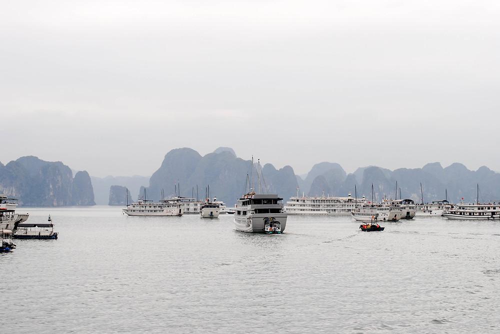Halong bay vietnam boats