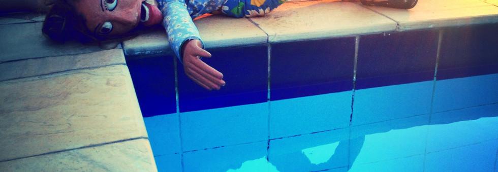 Dalva descobre a piscina
