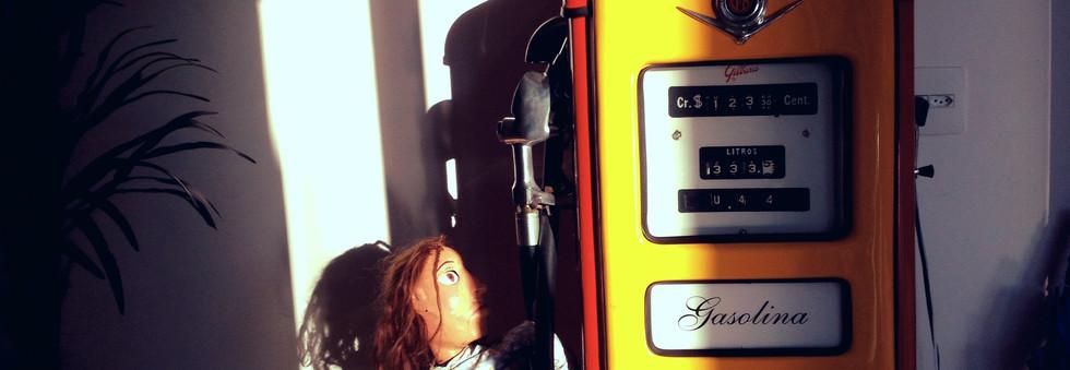 Dalva vê o preço da gasolina
