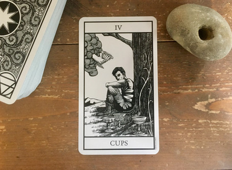 Thoughts on the cards: Bianco Nero Tarot - IV Cups