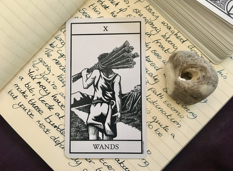 Thoughts on the Cards - Bianco Nero Tarot: X Wands