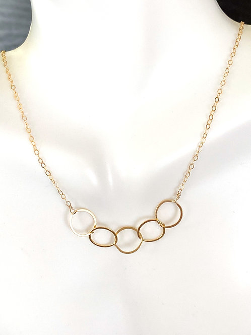 Circle links necklace in gold