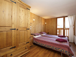 hayley_bedroom_2_twin_with_balcony