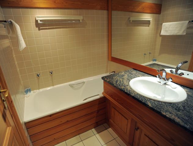 nadine_bathroom_51