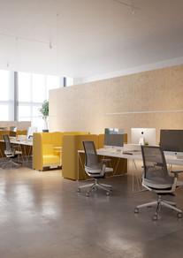 Mesas y sillas operativas