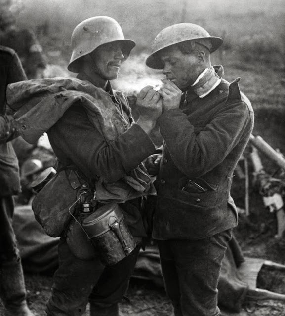 A German and British solider share a smoke during World War 1 Christmas Truce