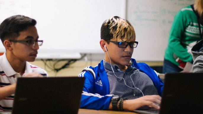 Connessione ultraveloce: La corsa per l'accesso a internet si svolge nelle scuole