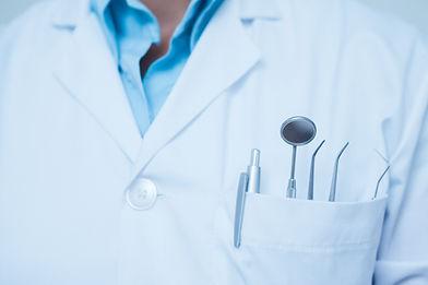 ポケットの中の歯科ツール