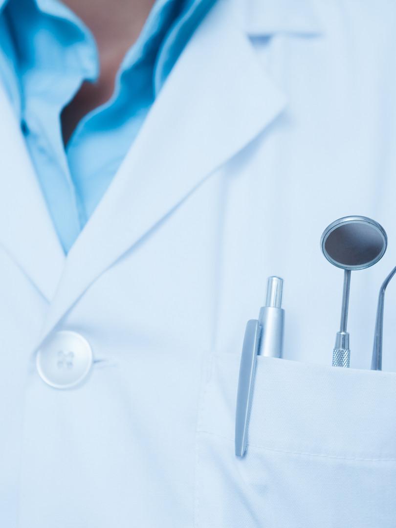 Dental Hilfsmittel in der Tasche