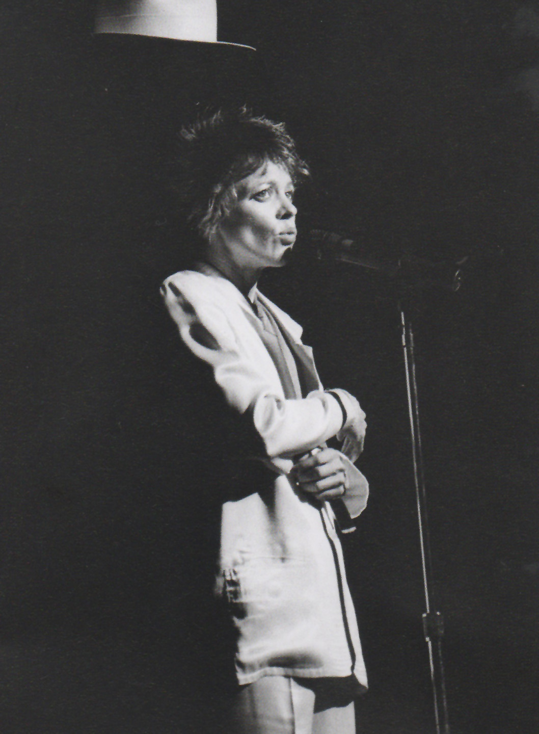Laurie Anderson at Walker Art Center, 1986. Photo by Daniel Corrigan.