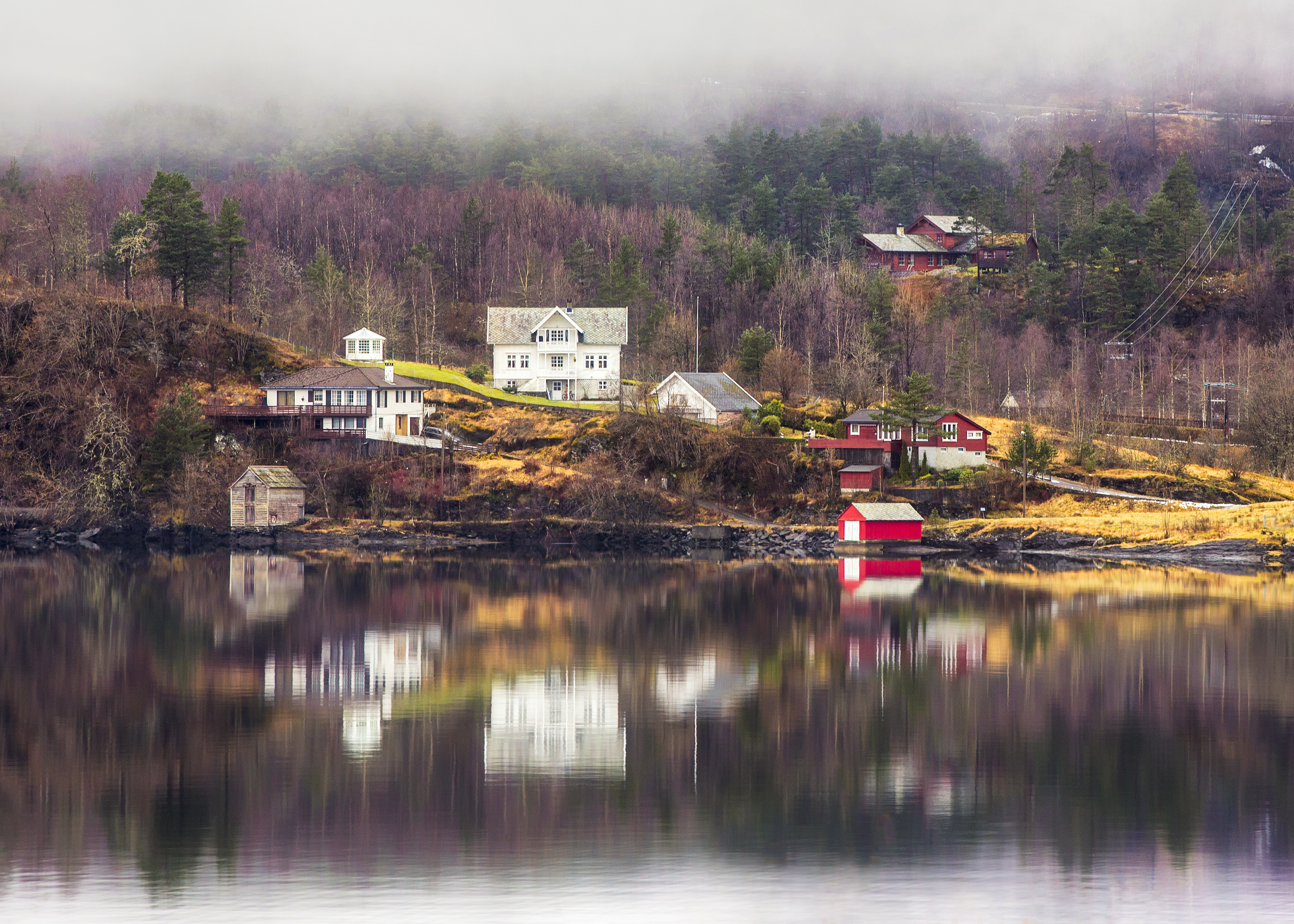 Norway_Homes_Reflection