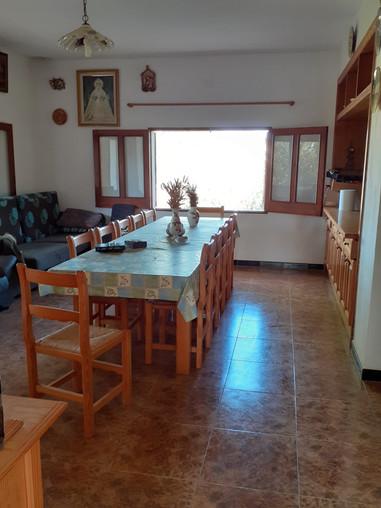 Très belle maison de campagne á 2 kms de Manacor et 10 min de Porto Cristo, beau terrain arboré et maison lumineuse , 2 ch 1 sdb, cheminè , belle vue , 9C