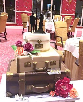 Vintage luggage cakes_edited.jpg