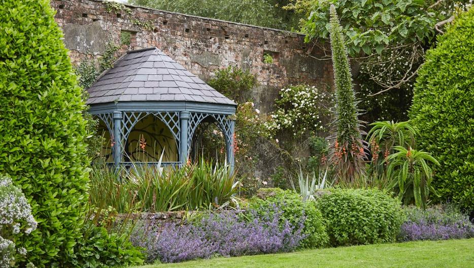 seaforde-gardens-gazebo-against-garden-w