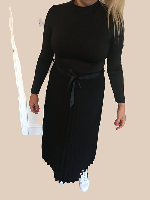 Woolen pleated maxi skirt