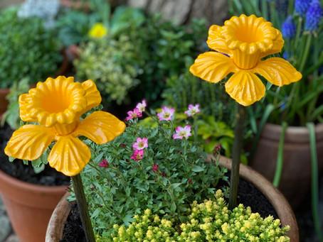 FLOWERS & SCULPTURES
