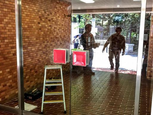 強化ガラスのドアを交換