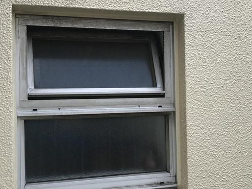 お風呂の窓を交換