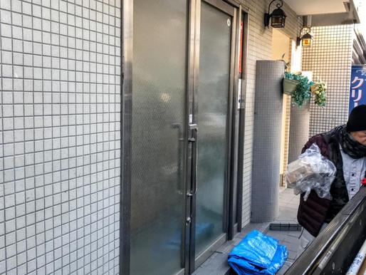 開きのドアを自動ドアに交換