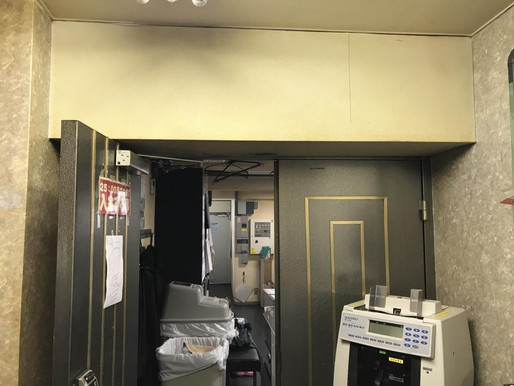 事務所の出入り口ドアの交換