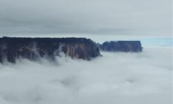Mar de nuvens e Kukenan.JPG