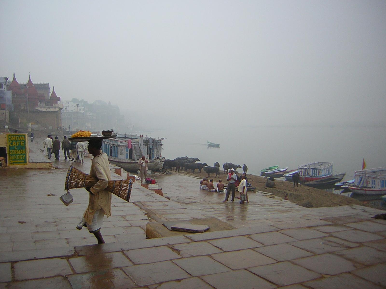 Varanasi Ganges India.JPG