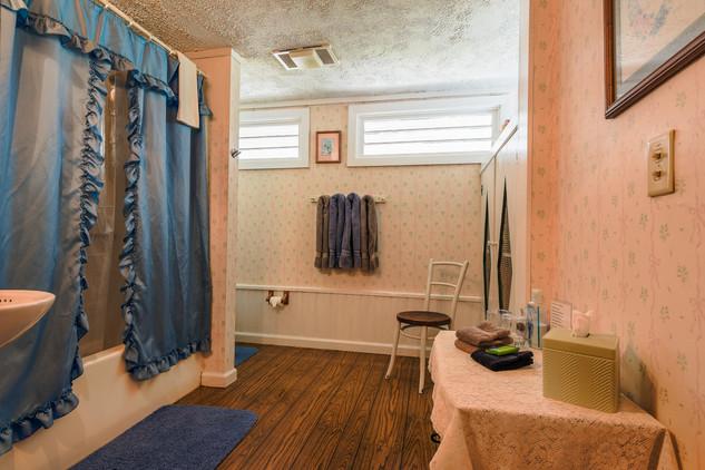 Maria Bathroom