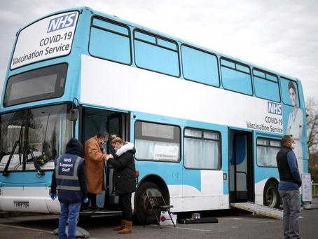 Un autobus per le vaccinazioni COVID-19 a Londra