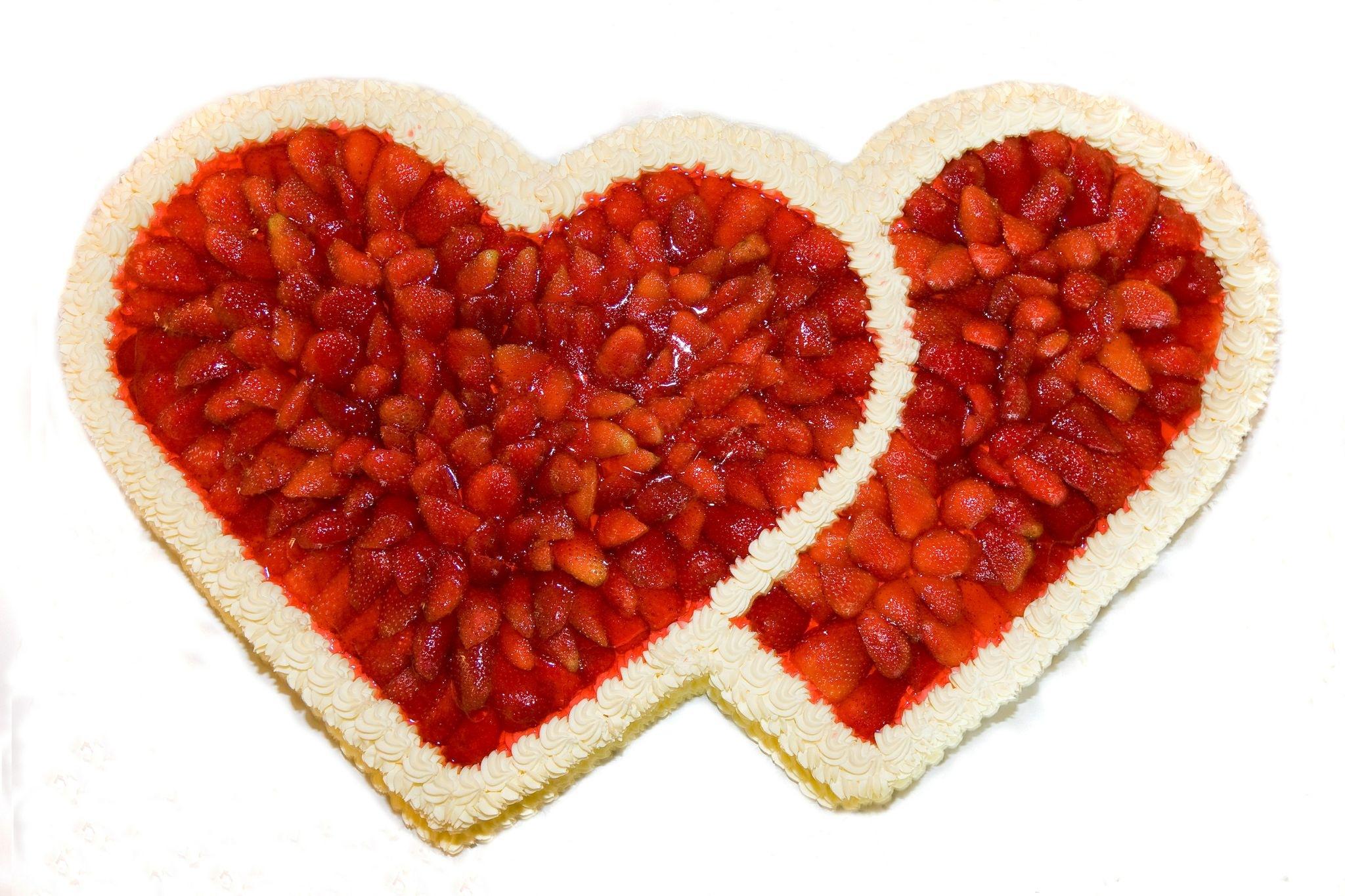 Erdbeertorte mit doppelter Herzform