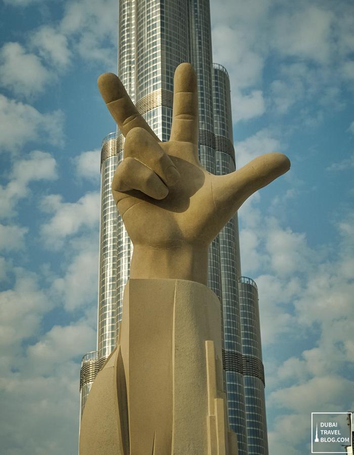 three-finger-salute-dubai_thumb.png
