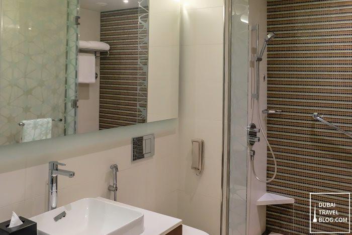 bathroom hyatt dubai place