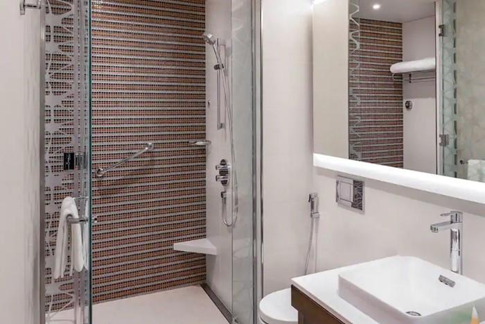Hyatt-Place-Dubai-Wasl-District-bathroom