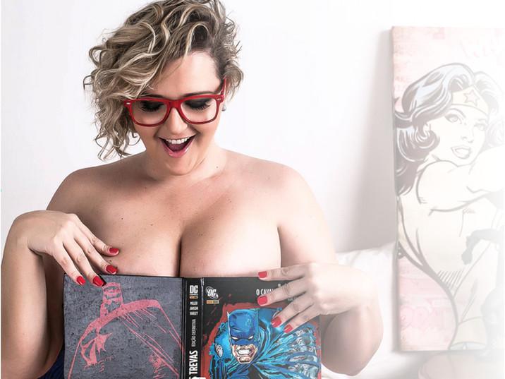 Meu ensaio sensual geek plus size pela Naked Fotografia