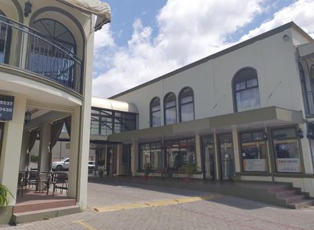 Inversiones Lupasana / Centro Comercial en Guachipelín de Escazú
