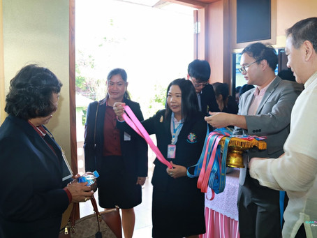 Welcoming the administrators & teachers of Kanchanaphisek School, Nakhon Pathom (Pra Tamnak)