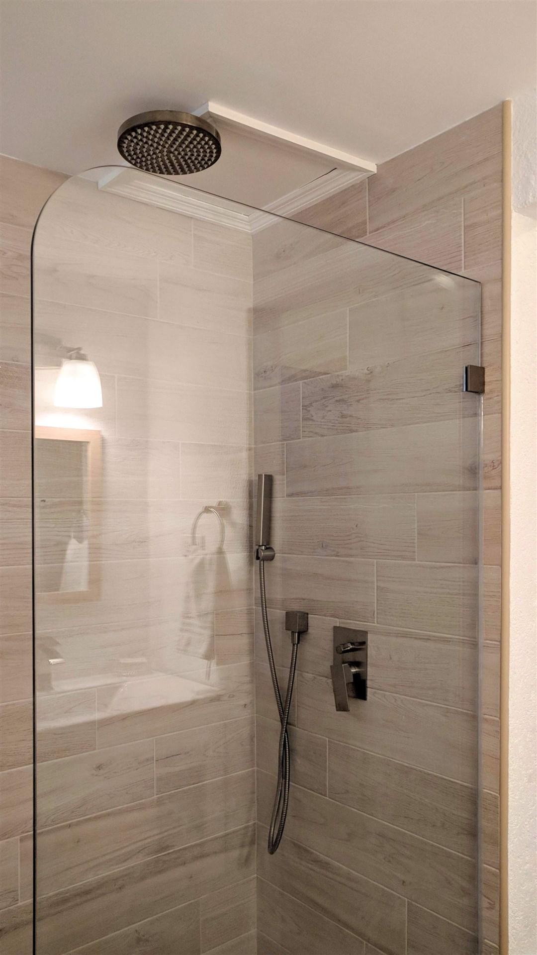 Bathroom, Maple Gardens