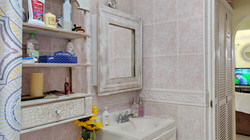 Bathroom, Manderley Gardens