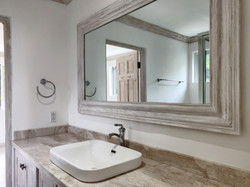 Bathroom, Club Morgan