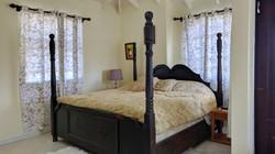 Master Bedroom, Manderley Gardens