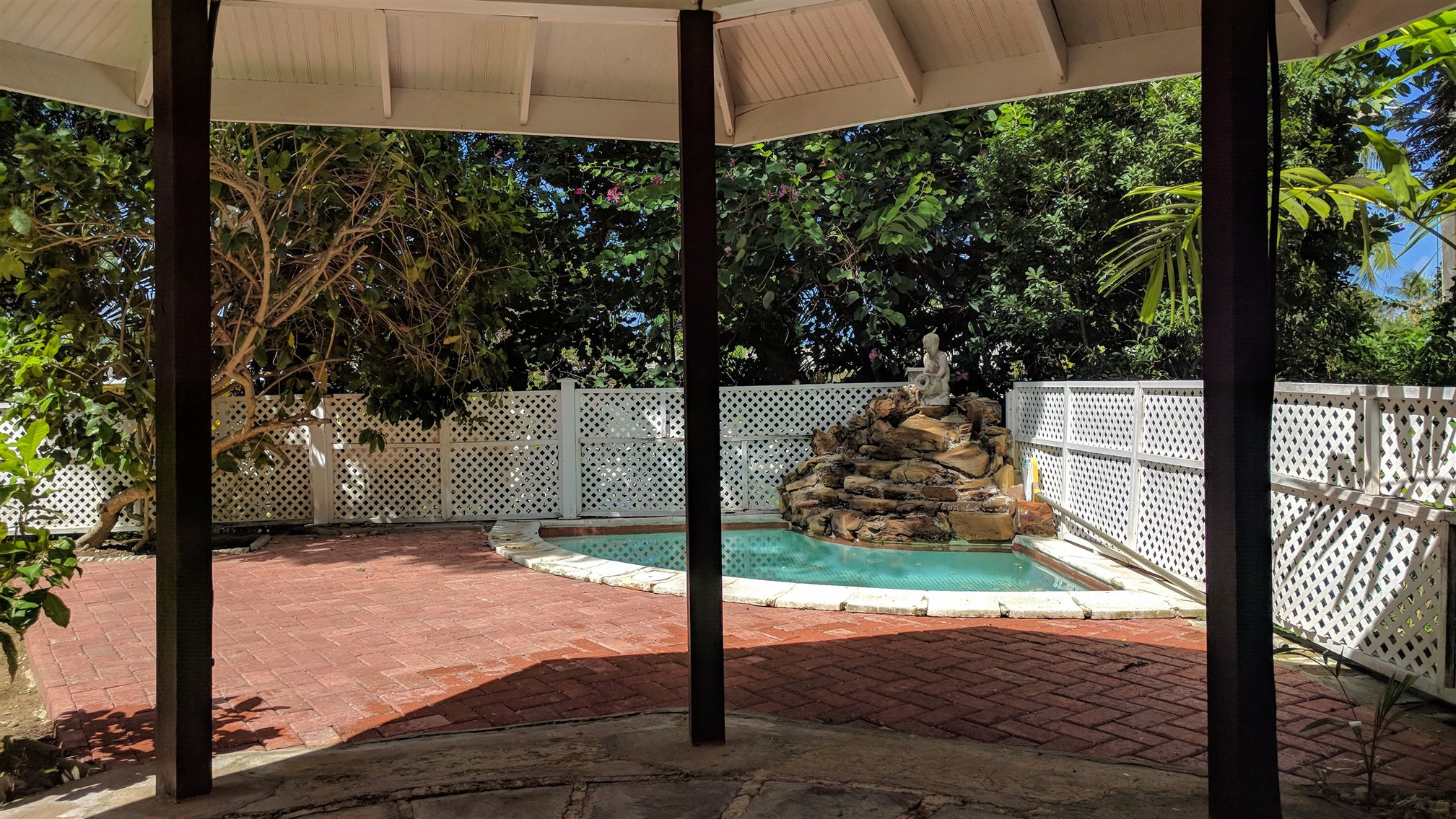Plunge Pool, Poui Avenue